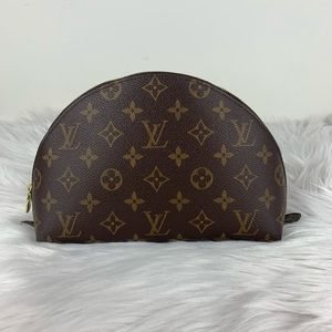 LV cosmetic pouch GM monogram